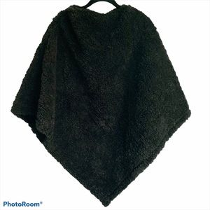 Anthropologie Do Everything in Love Sherpa Poncho